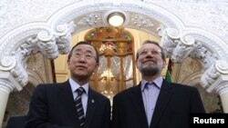 Iranian Parliament Speaker Ali Larijani (right) with UN Secretary-General Ban Ki-moon after he gave a speech upon his arrival in Tehran on August 29 ahead of the NAM summit.