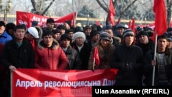Сторонники партии «Ата-Мекен» на митинге. Бишкек, 13 февраля 2013 года.