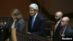 وزير الخارجية الأميركي جون كيري بعد جلسة إستجواب مغلقة في الكونغرس بشأن الإتفاق النووي مع إيران