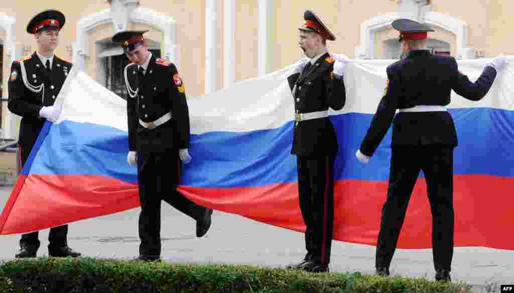 Cadets of the Suvorov military school carry the national flag during a ceremony to mark the start of the academic year in St. Petersburg on September 1. (AFP/Olga Maltseva)