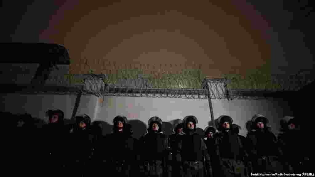 Под Лукьяновским следственным изолятором дежурили правоохранители и Национальная гвардия