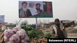 Ауғанстандағы президент сайлауына үміткерлердің жарнамасы ілінген билборд. Кабул, 4 ақпан 2014 жыл.