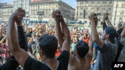 Акция мигрантов около вокзала Келети в Будапеште. 30 августа 2015 года.