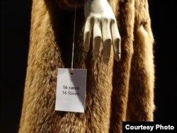 Для изготовления этой шубы были убиты 16 лисиц