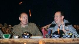 Владимир Путин и Альбер II в Туве, 2007