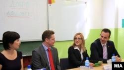 Вицепремиерот Васко Наумовски и британскиот амбасадор Кристофер Ивон учествуваа на Конференцијата за инвестирање во човечкиот капитал