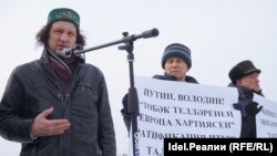 Павел Шмаков (слева)