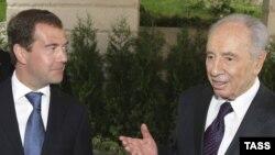 شیمون پرز (راست) به همراه دیمیتری مدودف، روسای جمهور اسرائیل و روسیه