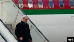 Аляксандар Лукашэнка падчас замежнага візыту, архіўнае фота