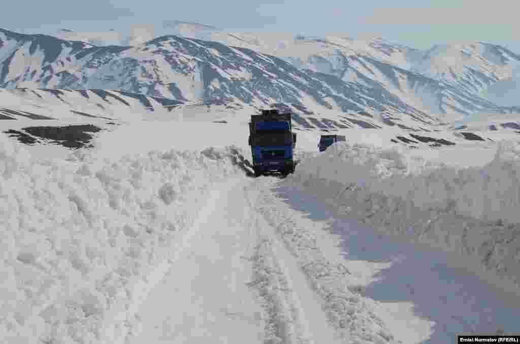Высокогорная трасса в Китай и Таджикистан.