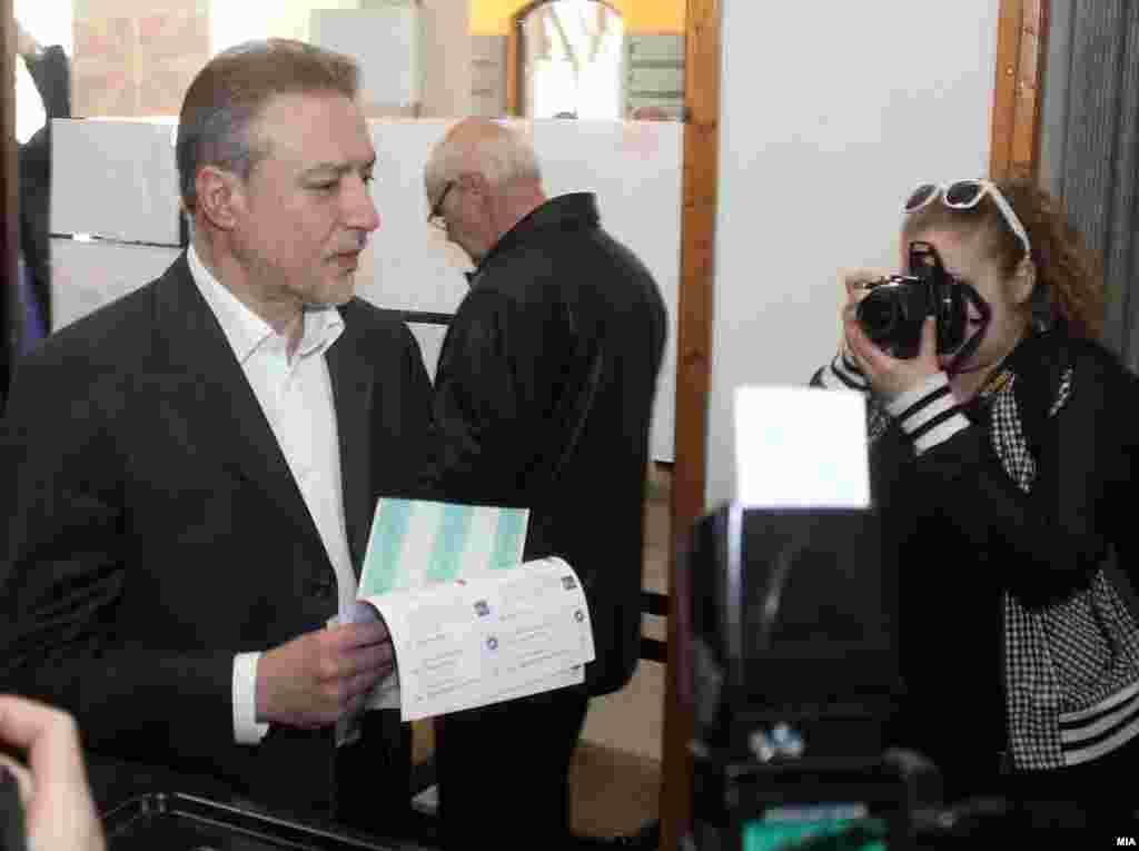 Predsednik SDSM Branko Crvenkovski glasa na izborima