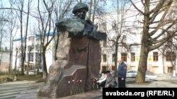 Дзень Волі каля помніка Караткевічу, архіўнае фота