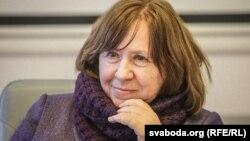 Письменницю внесли в базу «Миротворець», за даними «Зеленого театру», близько 16:00 8 серпня, в день її виступу