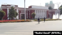 Бинои порлумони Тоҷикистон.