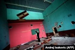 'Sam koncept samoupravljanja je dobar, ali smetnja je bilo miješanje države i Partije.' (Na fotografiji zastava Jugoslavije u nekadašnjoj fabrici Viskoza u Loznici, Srbija, 2014)