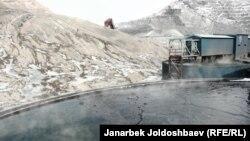 Специальная техника на золотоносном руднике Кумтор в Кыргызстане. 23 февраля 2013 года.