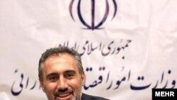 حمید پورمحمدی، قائم مقام بانک مرکزی ایران، در حال حاضر بالاترین مقام در دولت محمود احمدینژاد است که در ارتباط با پرونده اختلاس بزرگ بازداشت شده است