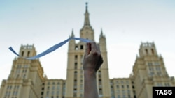 Following the December 2011 State Duma elections, tens of thousands of Muscovites poured into the streets festooned in white ribbons.