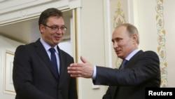Orsýetiň prezidenti W.Putin (s) we Serbiýanyň premýer-ministri A.Wuçiç (ç) Moskwa, 8-nji iýul, 2014