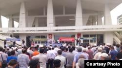 Чанги митингазде рахъана ХIамзатовазул гIагарал. 2012 соналъул 24 маялда тIобитIараб митинг.