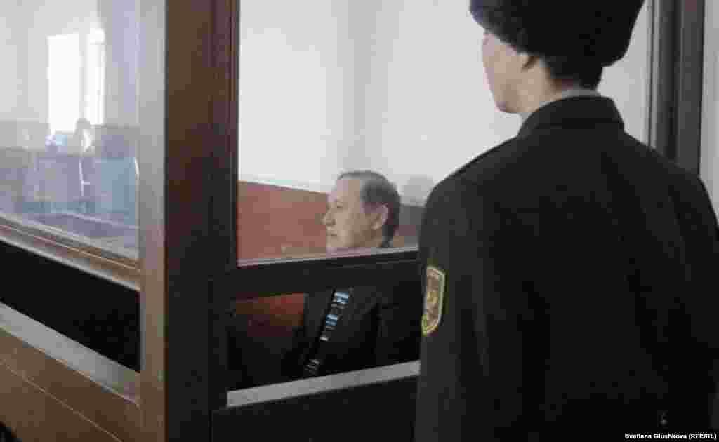 Бывший председатель таможенного комитета Серик Баймаганбетов приговорен к 10 годам тюрьмы. Также по решению судьи специализированного межрайонного суда по уголовным делам Астаны Ерлана Космуратова имущество экс-чиновника подлежит конфискации. Астана, 8 января 2013 года.