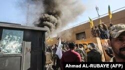 Протести біля будівлі посольства США в Багдаді, 31 грудня 2019 року