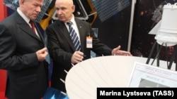 """Макет радиотелескопа """"Спектр-Р"""" на выставке в Берлине"""