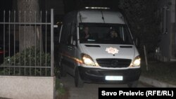 Privođenje Svetozara Marovića, foto: Savo Prelević