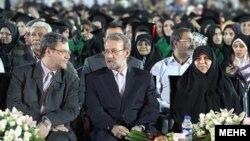 مرضیه وحید دستجردی، علی لاریجانی و باقر لاریجانی در جشن دانشآموختگان دانشگاه علوم پزشکی تهران، خرداد ۹۱