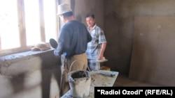 Школы в Таджикистане ремонтируют за счет денег, собранных у родителей учеников