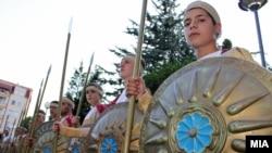 Илинденски марш. Коњаниците тргнуваат од Скопје.