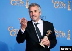 """""""Gravity"""" filmi də artıq """"Golden globe"""" qazanıb. Filmin rejissoru Alfonso Cuaron, Kaliforniya, 12 yanvar 2014"""