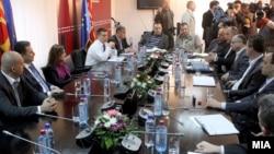 Премиерот Никола Груевски на состанок во МВР во врска со истрагата за петкратното убиство