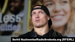Олександр Усик по прибуттю в аеропорту «Київ»