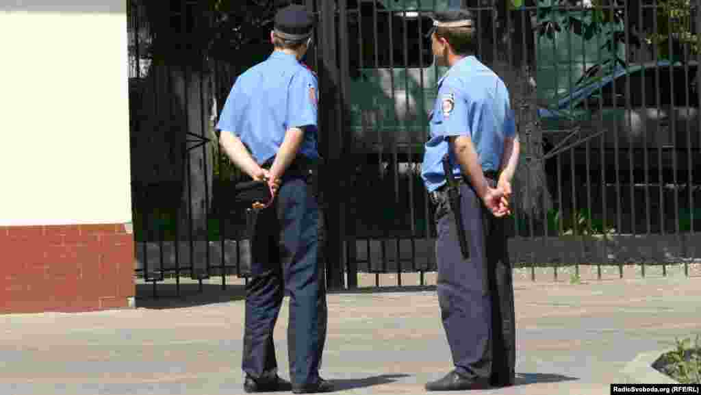 На території чергують близько 10 міліціонерів
