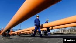Furnizorii de energie electrică și cei de gaze au mărit nejustificat prețurile, consideră unii specialiști din domeniu energetic.