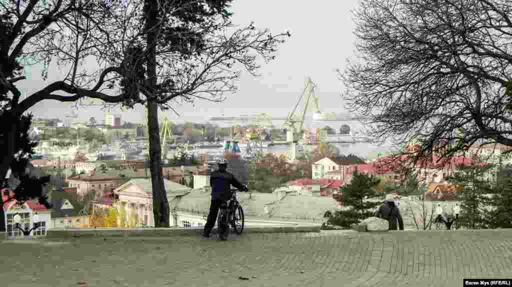 С Малахова кургана открывается великолепный вид на город