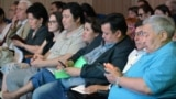Члены общественного совета при маслихате Алматы с другими представителями общества во время обсуждения проекта. 28 июня 2018 года.
