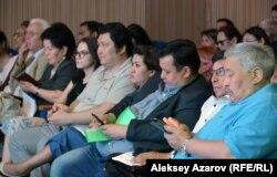 Ботаникалық бақ жобасын талқылауға келгендер. Алматы, 28 маусым 2018 жыл.