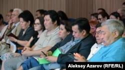 Члены Общественного совета при акимате Алматы и другие представители общественности на обсуждении проекта. Алматы, 28 июня 2018 года.