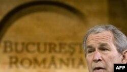 جرج بوش می گوید: آمريکا از عضويت اوکراین و گرجستان در ناتو پشتيبانی می کند.(عکس: AFP)