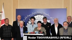 Судя по количеству журналистов на брифинге, к событиям завтрашнего дня будет приковано внимание всех грузинских СМИ