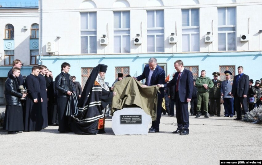 Епископы, монахини и Симоненко: от кого получает открытки крымский митрополит Лазарь