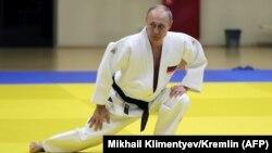 Алтымыштан ашкан Владимир Путинди ден соолугу мыкты