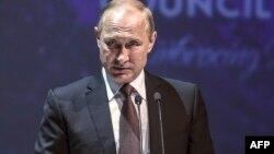 Владимир Путин во время выступления в Турции на Всемирном экономическом конгрессе, 10 октября 2016 года