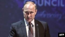 Президент России Владимир Путин на энергетическом конгрессе в Стамбуле. 10 октября 2016 года.
