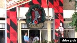 Ресторан узбекской кухни Eshak, которым владеет российский комедийный актер Сергей Светлаков. Киев, 5 июля 2013 года.