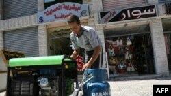 خاموشی غزه از پنجشنبه گذشته و از هنگامی که يکی ديگر از آخرين گذرگاه های اين منطقه مسدود شد، شدت گرفت.