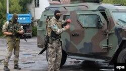 Українські силовики під час операції у Мукачеві, 13 липня 2015 року