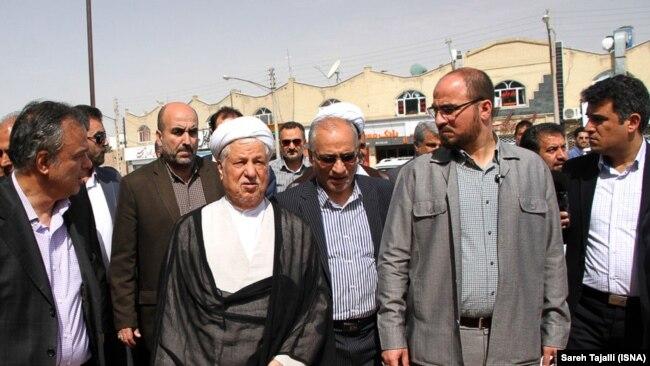 حسین مرعشی در کنار اکبر هاشمی رفسنجانی در سفری به کرمان در تیرماه ۹۵